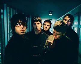 La banda liderada por los hermanos Gallagher en los primeros años de su trayectoria.