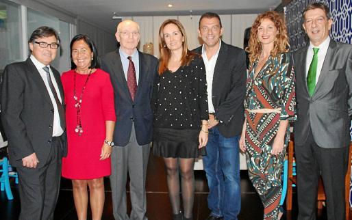 Ricard Troiano, Marta Petit, el presidente de Apotecaris Solidaris, Mateu Tous; Isabel Llull, Juan Alberto Segura, Fina Castell y Antonio Real.