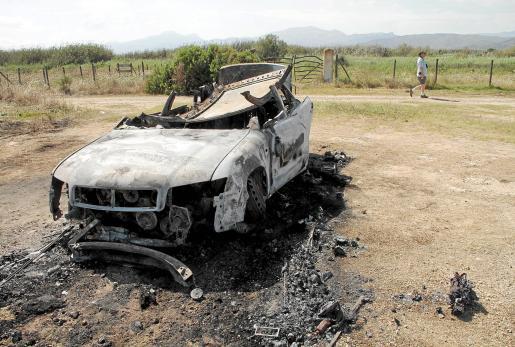 El cadáver apareció en el vehículo quemado en la zona de s'Albufera.