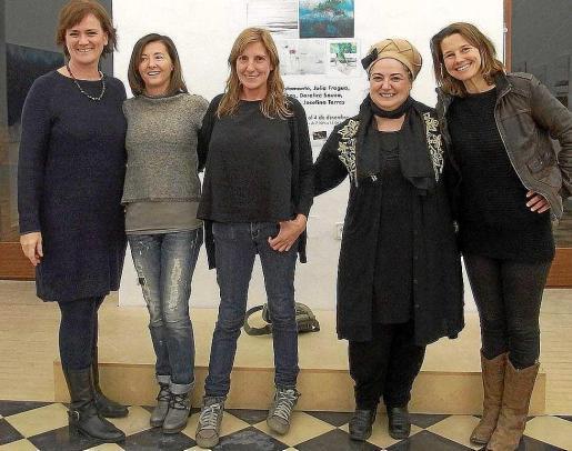 El antiguo Refectori del Ajuntament de Vila rinde homenaje al arte y a la mujer hasta el próximo 4 de diciembre con motivo hoy de la celebración del Día contra la violencia hacia las mujeres.