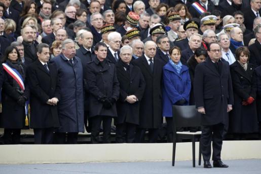 Francois Hollande preside el homenaje a las víctimas del 13N.