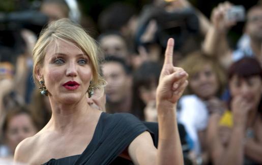 La actriz, que pronto cumplirá 38 años, asegura que no desea enamorarse de un hombre para toda la vida.