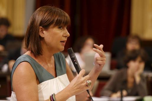 La presidenta del Govern, Francina Armengol, durante un pleno del Parlament.