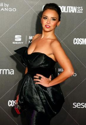 La cantante Chenoa, posa a su llegada a la entrega de los VIII Premios Cosmopolitan Fun Fearless Female, coincidiendo con el 25 aniversario de la revista.