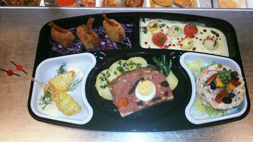 Una selección de platos de El Cochinillo crujiente.