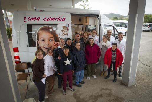 La unidad móvil del Colegio de Dentistas de Baleares atendió a los usuarios de Aproscom en Manacor.