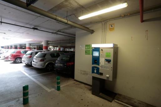 Una de las máquinas del aparcamiento de Son Espases.