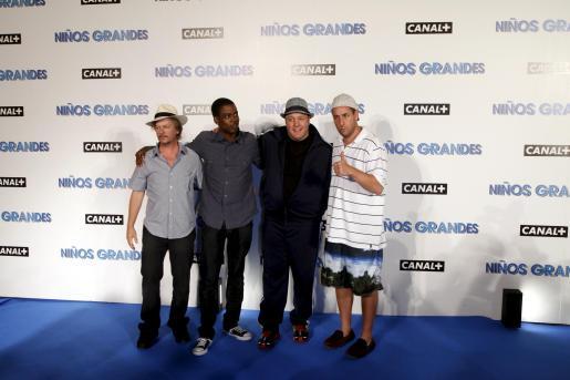 David Spade, Chris Rock, Kevin James y Adam Sandler son los protagonistas masculinos de la película 'Niños grandes', presentada anoche en Palma