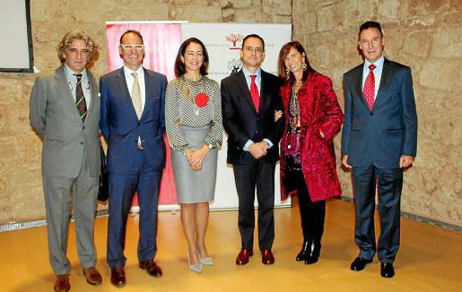 Joan Buades, Ignacio Fernández, responsable de PWC en Balears; María José Maciá Vaíllo, directora territorial en Balears de Banco Santander; Pedro Baños, Teresa Castellà y el comandante general de Baleares, Fernando Aznar.