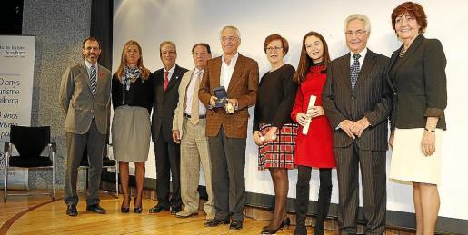 Biel Barceló, Teresa Palmer y Eduardo Gamero junto a los premiados: Liberto Rigo, Joan Van Roy, Maria Antònia Barceló, Mikaela Vergara, Felipe Moreno y Anna Skidmore.