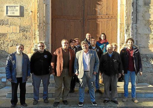 Miembros del actual Ajuntament, con el rector e integrantes de la Obreria de Sant Antoni.
