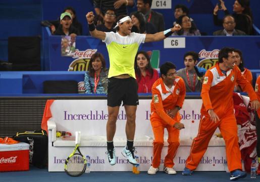 Rafael Nadal celebra un punto de su equipo.