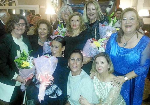 Detrás: Catalina Cirer, Ana Bueno, Cati Escandell, Teresa Pozuelo, Águeda Ropero y Nati Conde. Delante: Maruja García, Margarita García y Mercedes Alonso.
