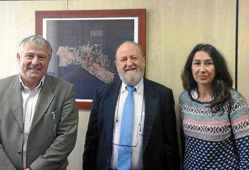 Marcial Rodriguez, Gabriel Pastor y Margalida Vives antes de la reunión.