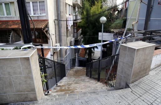 La agresión se produjo en estas escaleras de Gomila.