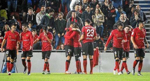 Imagen de los jugadores del Mallorca celebrando el último gol anotado en Son Moix. Fue en el encuentro disputado ante el Girona.
