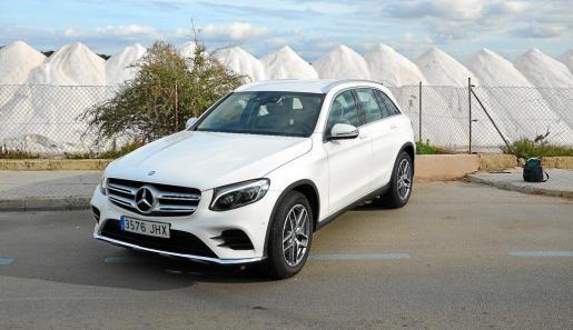 Exteriormente el nuevo GLC ofrece una estética de lo más moderna y atractiva, que se identifica claramente con el resto de la gama de la marca germana.