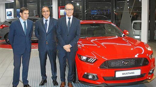 El concesionario isleño presentó la nueva exposición y el renovado Mustang.