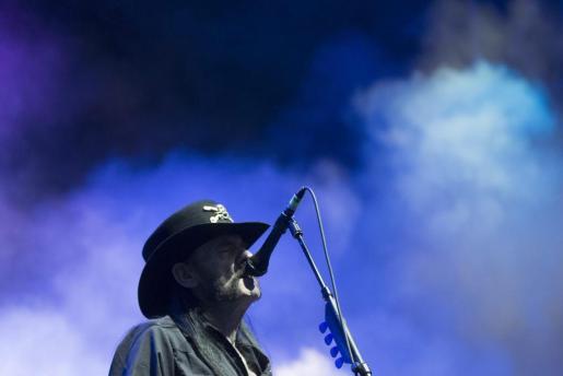 Fotografía de archivo tomada el 12 de junio de 2015 que muestra al cantante y líder de Motörhead, Lemmy Kilmister, durante un concierto del grupo en el Greenfield Festival en Interlaken (Suiza).