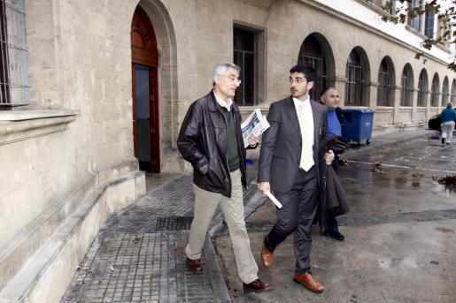 Bartomeu Vicens tras avalar los 100.000 euros por el Caso Maquillaje.