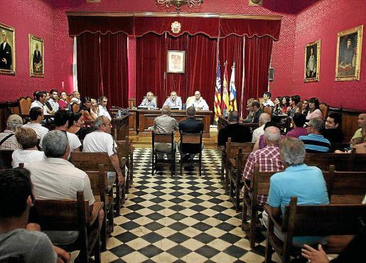 El cierre de Llemsa cuenta con el apoyo de todos los grupos representados en el pleno.