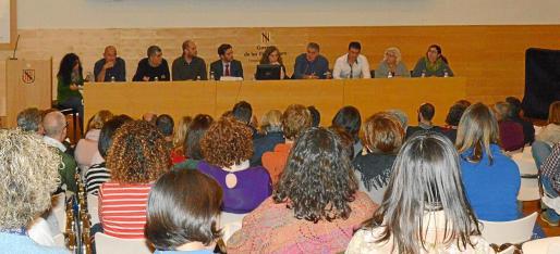 Al debate, celebrado en la sala de actos del hospital Son Llàtzer, asistieron más de 200 personas.