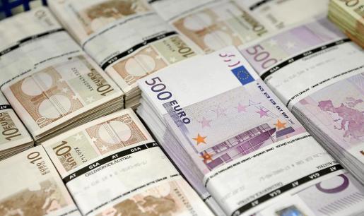 Baja la deuda privada en Balears.