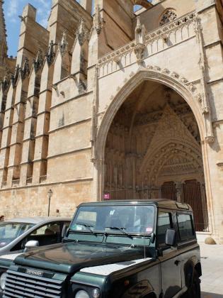 Cort suprimirá los aparcamientos de la calle del Mirador, que se encuentra ubicado frente a la Catedral, para proteger su entorno.