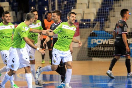 Los jugadores del Palma Futsal celebrando uno de los goles ante el Elche.