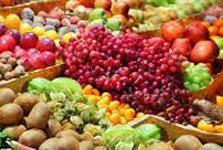 El mercadillo semanal de Santa Margalida cuenta con puestos de venta de frutas y verduras, plantas, plantas, flores, ropa y calzado.