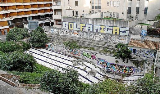 La piscina de s'Aigo Dolça, propiedad de Cort, es hoy una vergüenza pública.