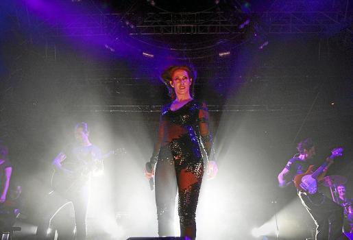La cantante Malú, durante su actuación en 2014 en la plaza de toros de Palma.
