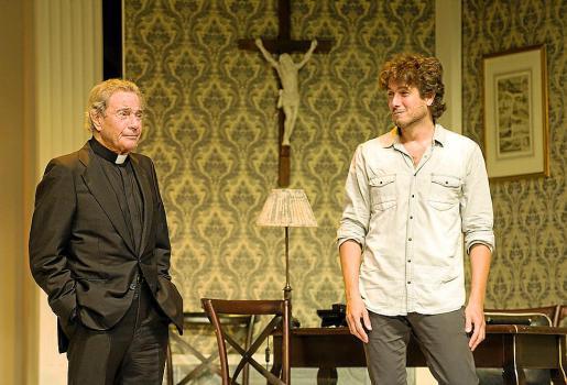Arturo Fernández y David Boceta, en una escena de 'Enfrentados'.