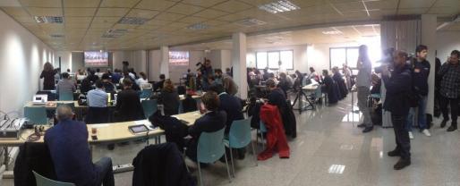 La sala de prensa del edificio de la Escuela Balear de Administración Pública cuenta con una zona habilitada para 120 profesionales.