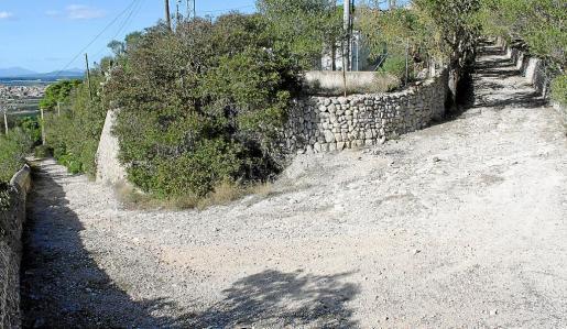 El viejo camino de acceso al Puig se ha deteriorado en los últimos años.
