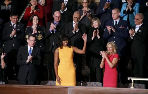 Este es el vestido amarillo sin mangas que lució la primera dama de Estados Unidos, Michelle Obama.