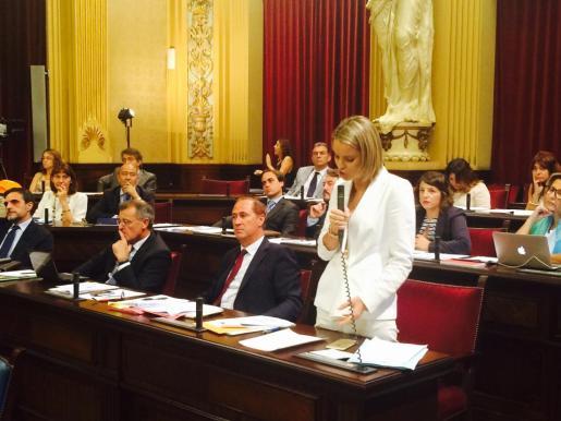 Margalida Prohens, en una reciente intervención en el Parlament.