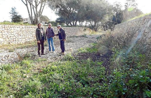 Miembros de GADMA en el torrente de Almadrà.