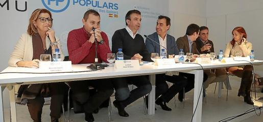 Sugrañes, Salom, Vidal, Martínez-Maíllo, Ferrer, Marí y Coll, en la reunión de la Junta Regional del PP.