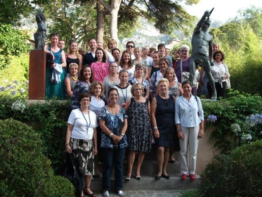 Las mujeres parlamentarias europeas posaron en los jardines de Can Prunera.