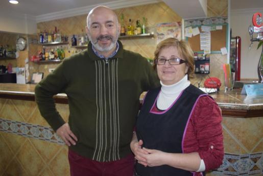 Toni Oliva y Fali Soto están al frente del Bar es Cocó - En Toni de ses Guàtleres.
