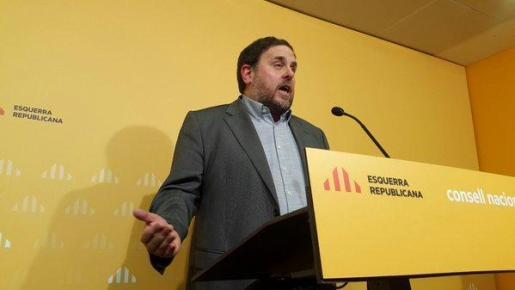 El vicepresident de la Generalitat y presidente de ERC, Oriol Junqueras, durante una intervención ante los medios de comunicación.