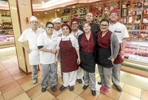 El equip o de la panadería-pastelería La Canela cuenta con años de experiencia.