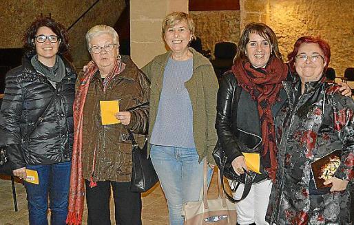 Montse Martínez, Magdalena Nebot Vaquer, Antònia Oliver, Dolors Marín y Maribel Ayne.