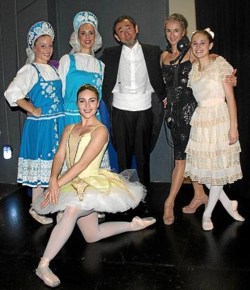 Gisela de Paz, Gisela Vera, Joji Hattori, Laura Macías y Rosa Torrandell. Delante: Lidia Arriola.