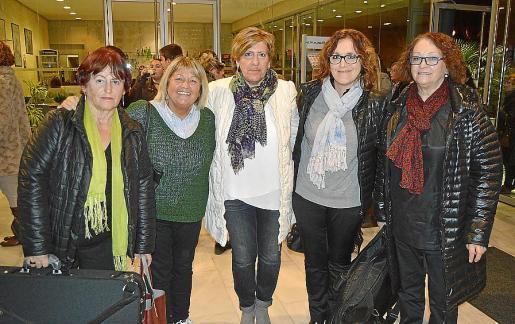 Antònia Borrás, Joana McMahamly, Bàrbara Rebassa, Carme Suárez y Margalida Moyà.