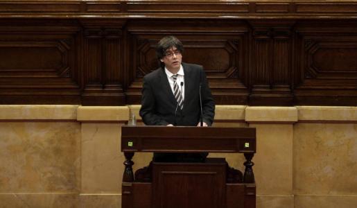 Carles Puigdemont pronunciando su discurso de investidura en el pleno del Parlamento catalán.