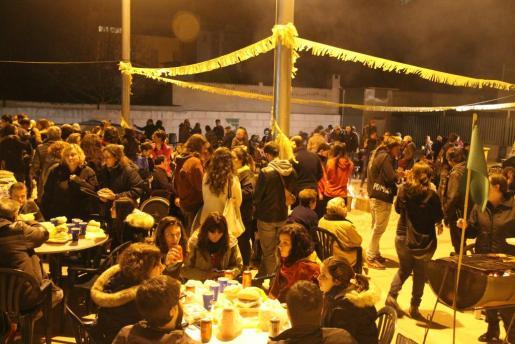 Vecinos de Palma celebrando la 'llonguetada'.