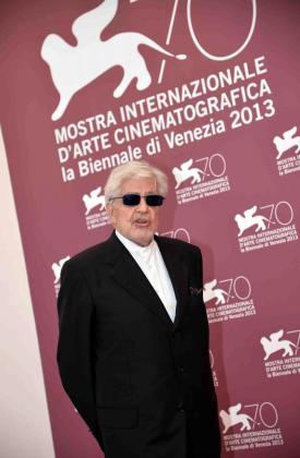 """EFE - ITALIA CINE - ACE - CINEMA - VFF272 VENECIA (ITALIA) 06/09/2013.- El director italiano Ettore Scola posa durante el pase gráfico de la película """"Che strano chiamarsi Federico - Scola racconta Fellini"""" durante la 70 edición del Festival de Venecia (Italia) hoy, viernes 6 de septiembre de 2013. EFE/Claudio Onorati ITALIA CINE - VENECIA - Italia - CLAUDIO ONORATI - SO MB cb"""