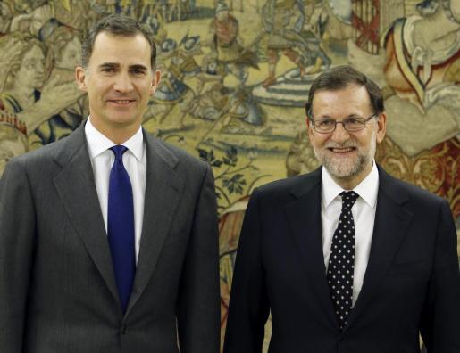 El Rey Felipe VI ha recibido este viernes al presidente del Gobierno en funciones y líder del PP, Mariano Rajoy, durante la ronda de consultas para proponer un candidato a la Presidencia del Gobierno.